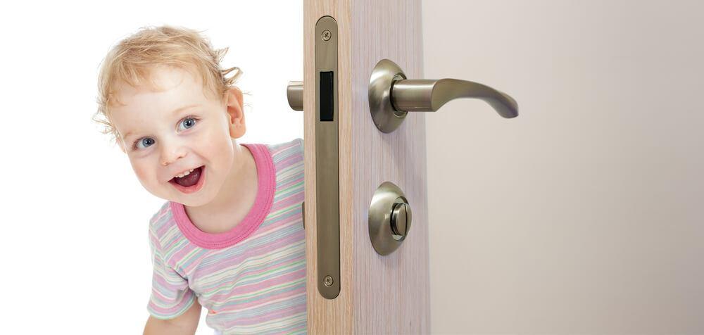 Mikor kizár a saját otthonod… avagy így zajlik a becsapódott ajtónyitás