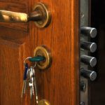 Mi a trükkje az 5 ponton záródó ajtó kinyitásának?