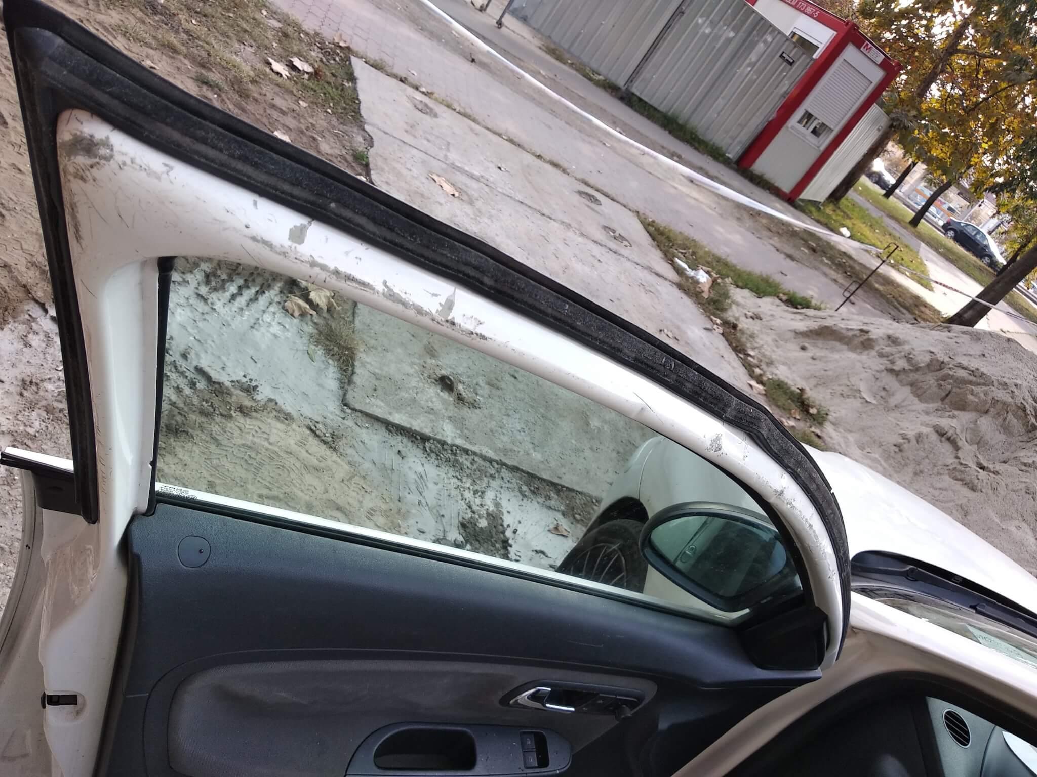 Autó ajtó javítás