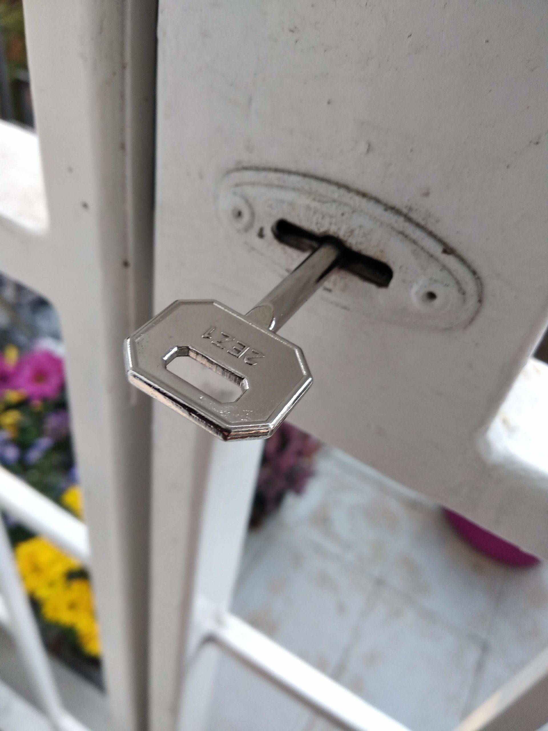 Biztonsági zárbetét kinyitása kulcs nélkül