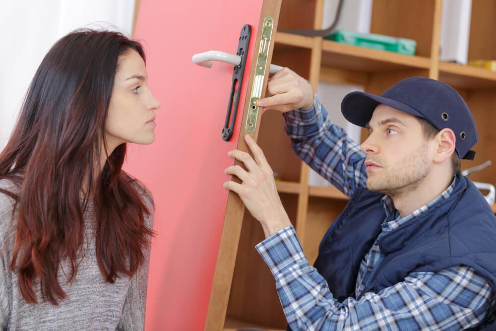 Valóban megoldható az ajtózár szerelés zárcsere nélkül?